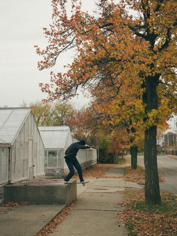joey-guevara-frontside-bluntslide-photo-miguel-valle-speedway-skateboarding-magazine-interview