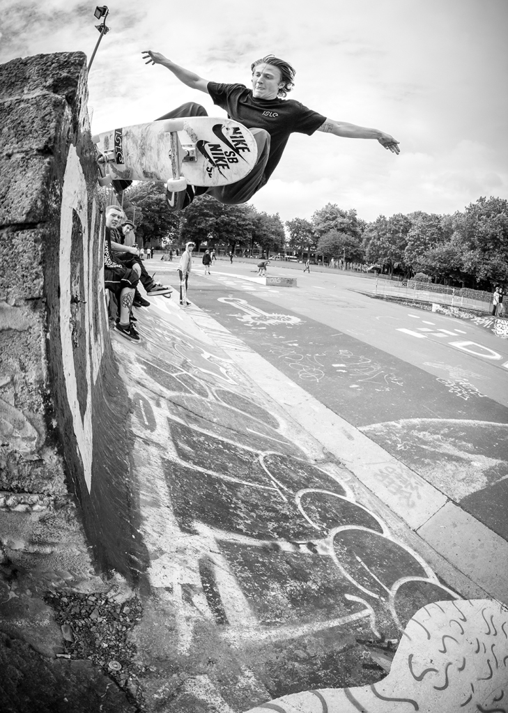 casper-brooker-frontside-5-0-bristol-nike-sb-en-route-tour-2014-photo-chris-johnson-isle-skateboards-vase-interview-speedway-skateboarding-magazine