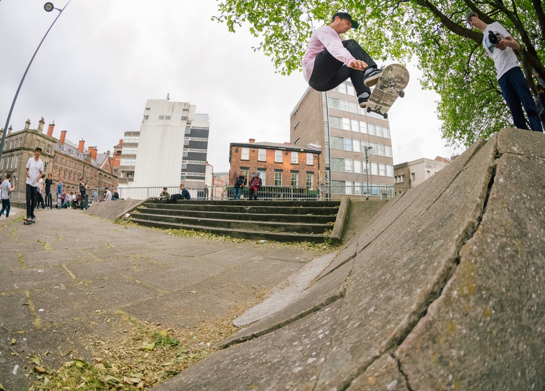 john-dalton-frontside-ollie-dale-street-liverpool-photo-chris-johnson-sidewalk-magazine-vans-rowley-solos-lost-art-launch