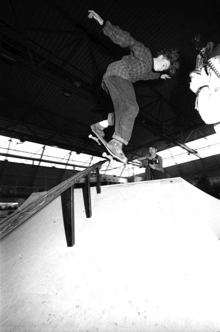 alex-moul-backside-lipslide-eindhoven-skate-comp-holland-1991-photo-kevin-banks-speedway-skateboarding-magazine