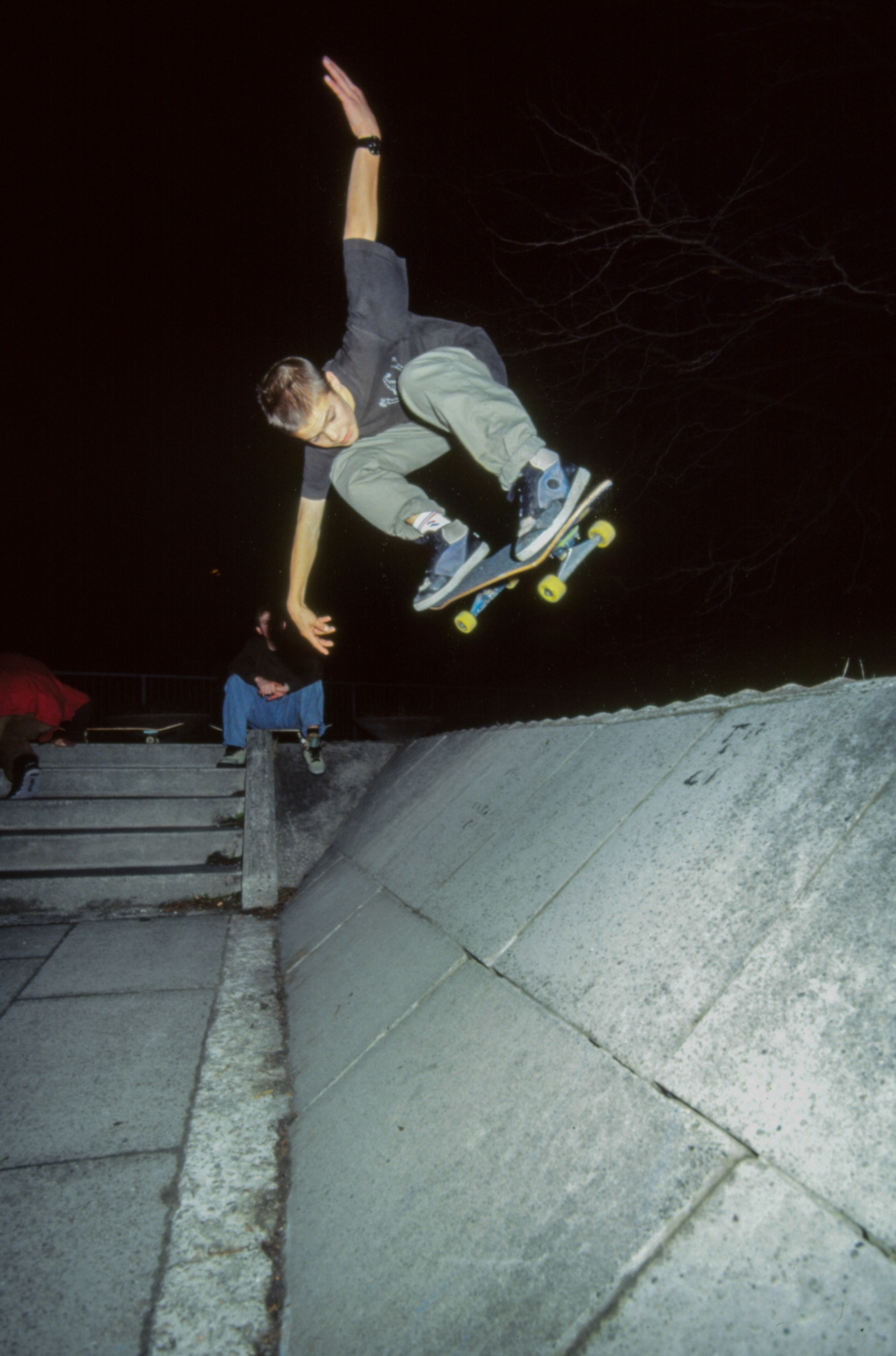 geoff-rowley-backside-ollie-scaff-banks-liverpool-photo-kevin-banks-speedway-skateboarding-magazine