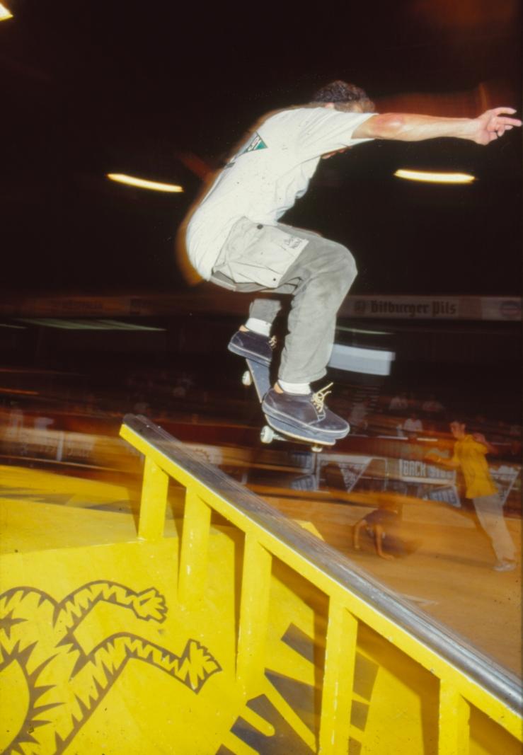 mark-gonzales-nosebluntslide-munster-monster-mastership-germany-1991-photo-kevin-banks-speedway-skateboarding-magazine