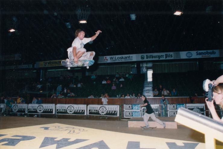 sean-sheffey-munster-monster-mastership-germany-1991-photo-kevin-banks-speedway-skateboarding-magazine