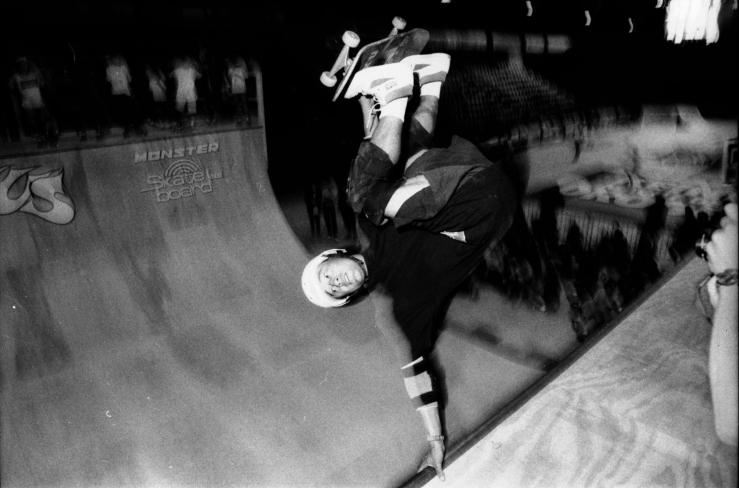 steve-caballero-frontside-invert-munster-germany-photo-kevin-banks-speedway-skateboarding-magazine